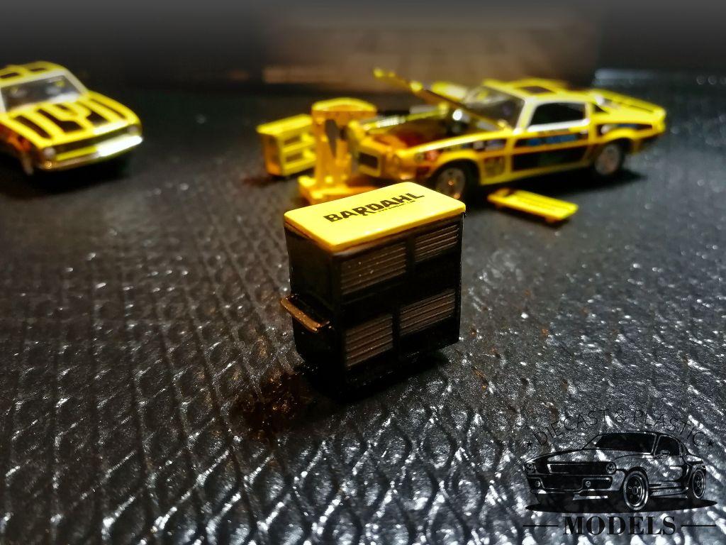 GreenLight 1:64 OVP Bardahl racing Tool Set-Jack Creeper Tool-Box Oil Drum /'